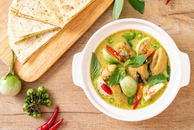Roti en groene curry met kip