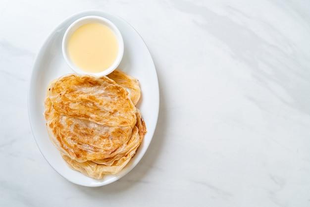 Roti met gezoete gecondenseerde melk (dessert) - moslim eten stijl