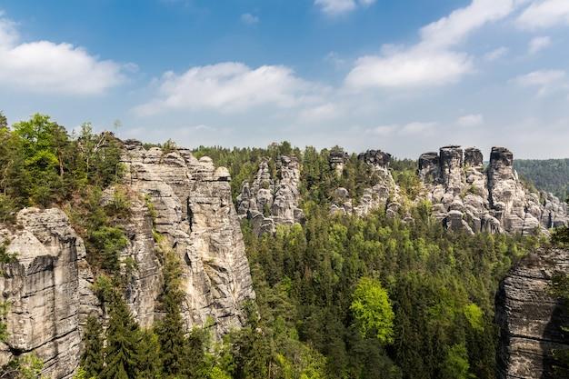 Rotsachtige bergenvallei, de aard van europa