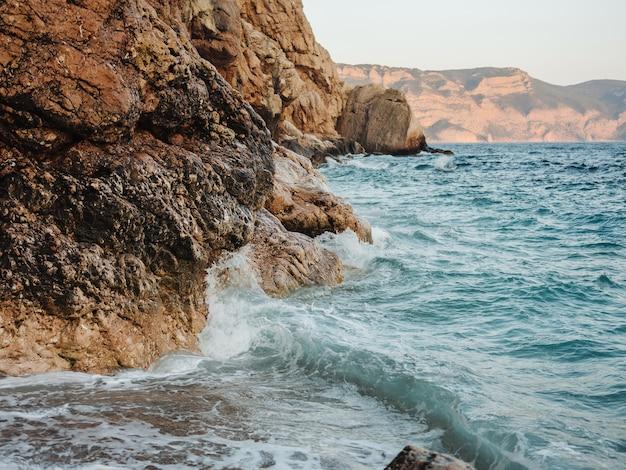 Rotsen oceaan landschap mode vakantie tropen