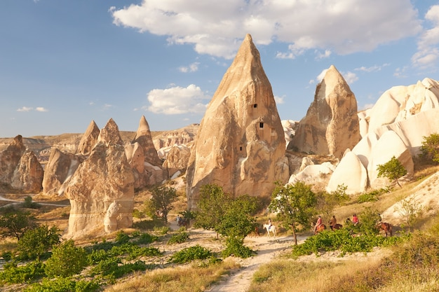 Rotsformaties in rose valley capadoccia in goreme, turkije Gratis Foto