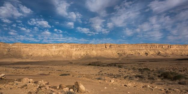 Rotsvormingen in woestijn, makhtesh ramon, negev-woestijn, israël