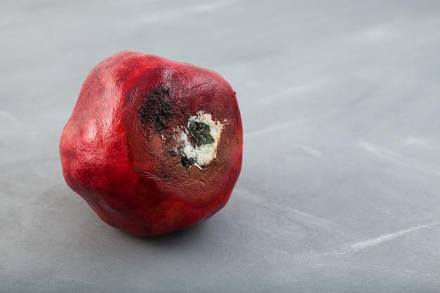 Rotte bedorven granaatappel