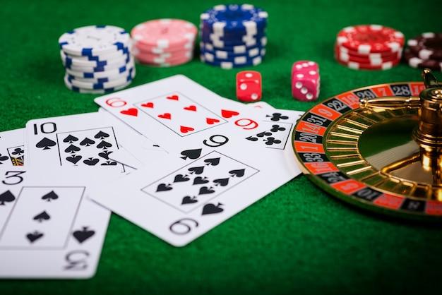 Roulette in casino en pokerchips over entertainment en gokken.