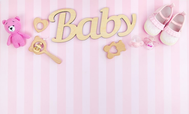Roze accessoires voor babymeisjes. selectieve aandacht. kleur.
