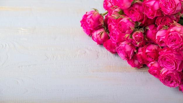 Roze bloemen achtergrond. ruimte kopiëren