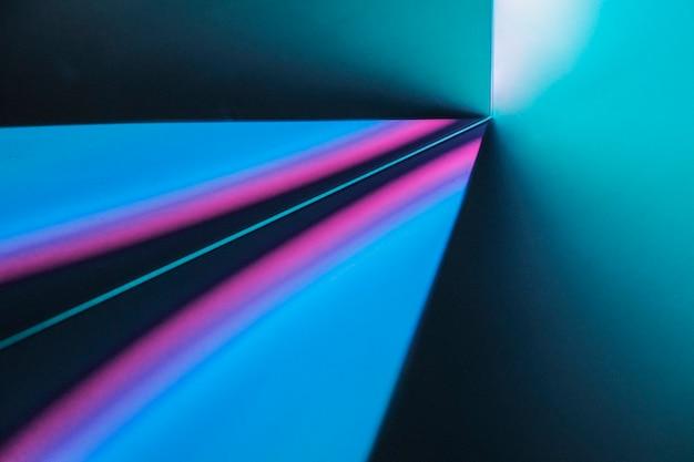 Roze en blauwe gradiëntachtergrond met neon led-licht