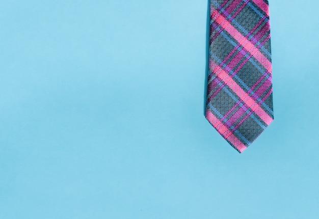 Roze en blauwe stropdas.
