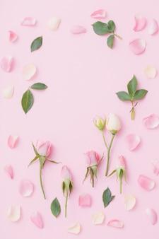 Roze en witte bloemen