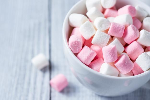 Roze en witte marshmallows