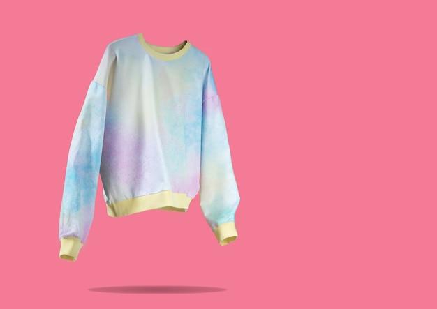 Roze geel blauwe tie dye zwevende vliegende dames hoodie op roze achtergrond creatief kleding concept