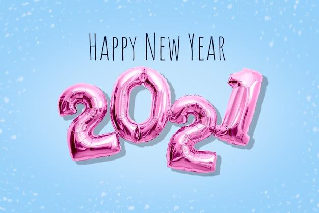 Roze glanzende nummers 2021 2021, gelukkig nieuwjaarsconcept flat lay pastel-tinten.