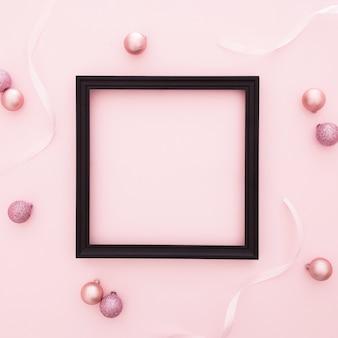 Roze kerst ornamenten met frame