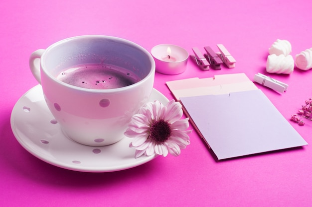 Roze koffie, lege notities