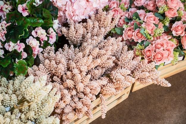 Roze kunstbloemen