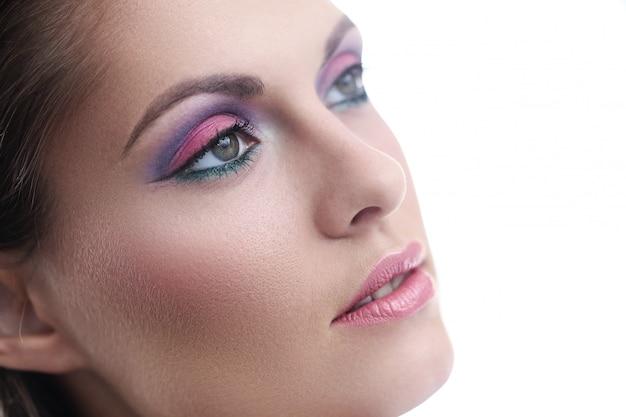Roze lippenstift en natuurlijke make-up commercial