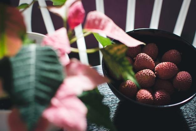 Roze lychee in kom