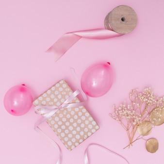 Roze meisjesarrangement voor feestvarken