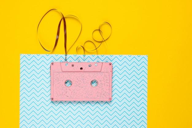 Roze retro audiocassette met film
