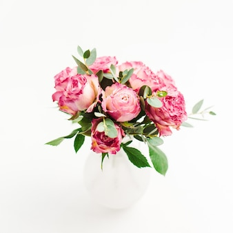 Roze roos bloemen boeket op witte achtergrond