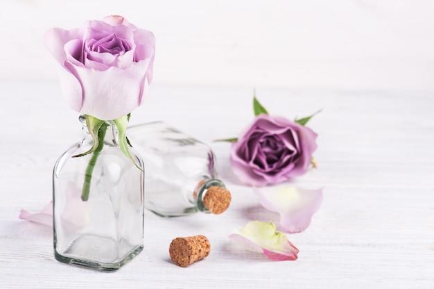 Roze roos in fles
