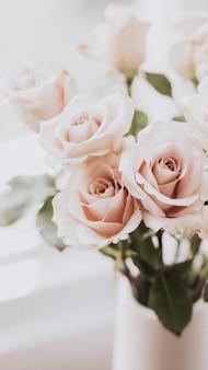 Roze rozen bij het raam mobiele telefoon behang