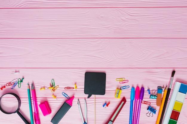 Roze schoolmaterialen