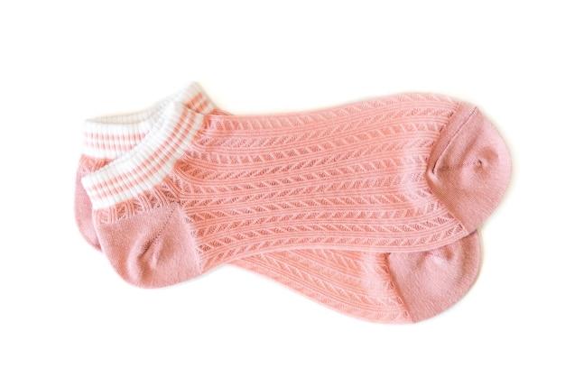 Roze sokken op een witte geïsoleerde achtergrond.