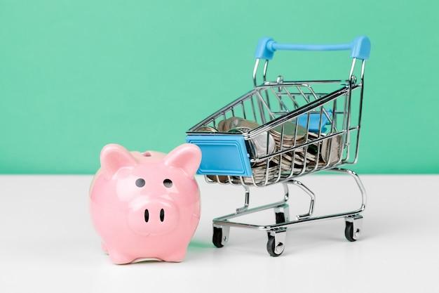 Roze spaarvarken met winkelwagen