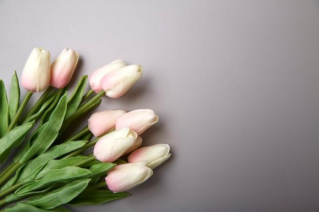 Roze tulpen voor internationale vrouwendag