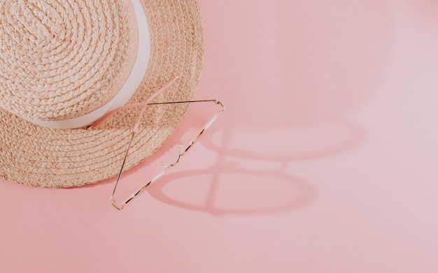 Roze zomer vrouwelijke mode-outfit