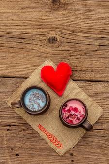 Rozenblaadjes en lavendel lattes met vilt hart