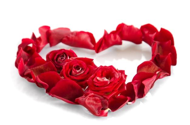 Rozenblaadjes in de vorm van een hart