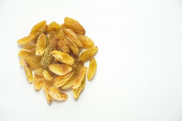 Rozijnen droog fruit afbeelding op witte achtergrond