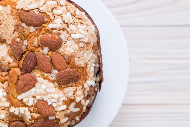 Rozijnenbroodcake met amandel