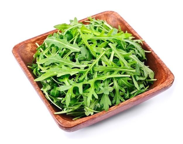 Rucola salade in plaat op wit
