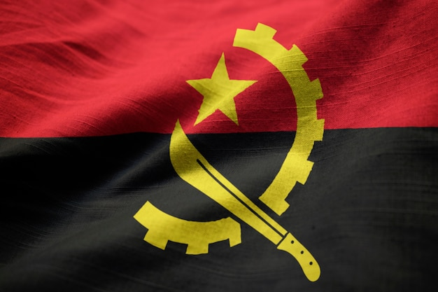 Ruffled vlag van angola blowing in wind