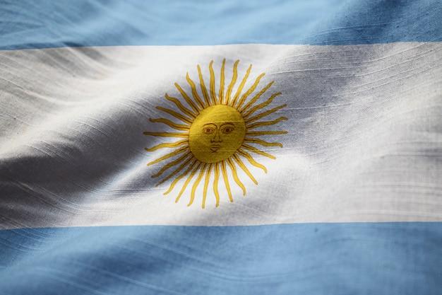 Ruffled vlag van argentinië waait in de wind