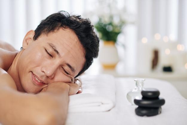 Rugmassage met etherische oliën