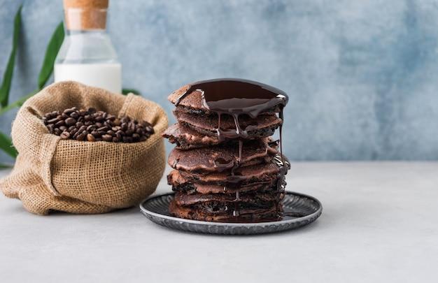 Ruimte pannenkoek met koffiebonenvoedsel
