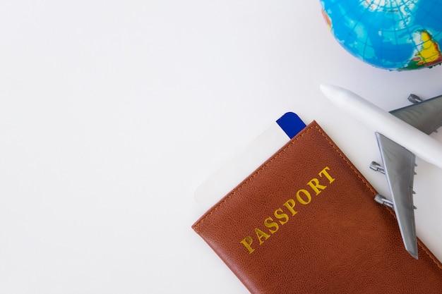 Ruimte reisconcept kopiëren op witte achtergrond.