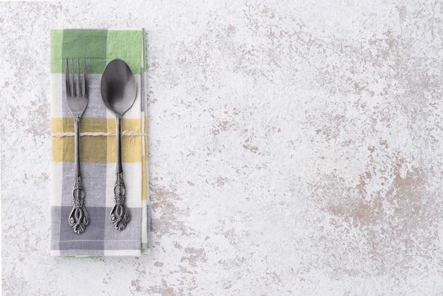 Ruimte vintage lepel en vork met servies
