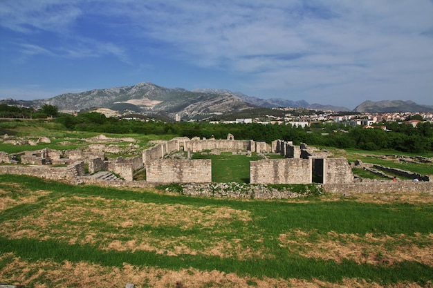 Ruïnes in salona, oude romeinse hoofdstad van dalmatië, split, kroatië Premium Foto