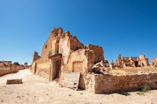 Ruïnes van belchite, spanje, stad in aragon die volledig werd verwoest tijdens de spaanse burgeroorlog.