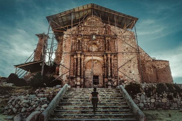 Ruïnes van de kerk van het heilige kruis in jeruzalem, juli - puno
