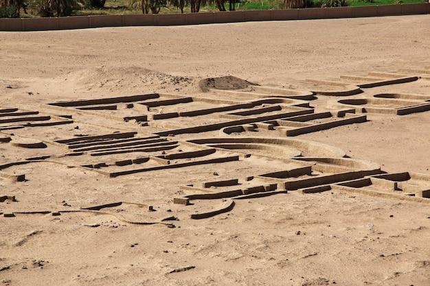 Ruïnes van de oude egyptische tempel in sesebi, soedan
