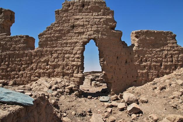 Ruïnes van de oude egyptische tempel op sai eiland, nubia, soedan