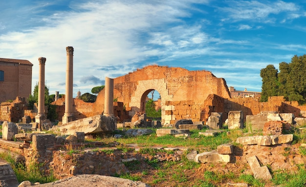 Ruïnes van het forum romanum, of forum van caesar, in rome, italië