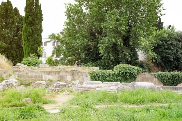 Ruïnes van het oude kasteel van de stad van kos en de moskee van hadji hasan, kos eilanden, griekenland