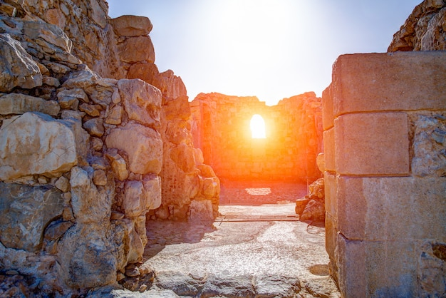 Ruïnes van masada, oude fortificatie in het zuidelijke district van israël